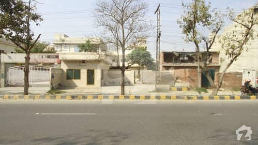 جوہر ٹاؤن فیز 1 - بلاک ایف جوہر ٹاؤن فیز 1 جوہر ٹاؤن لاہور میں 2 کنال مکان 20 لاکھ میں کرایہ پر دستیاب ہے۔