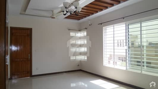 In DHA Defence 1 Kanal Lower Portion For Rent