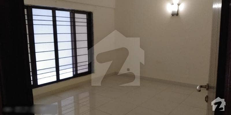 شہید ملت روڈ کراچی میں 3 کمروں کا 8 مرلہ فلیٹ 3.6 کروڑ میں برائے فروخت۔