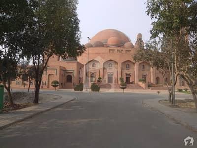 بحریہ ٹاؤن سیکٹر ای بحریہ ٹاؤن لاہور میں 2 مرلہ دکان 69.99 لاکھ میں برائے فروخت۔