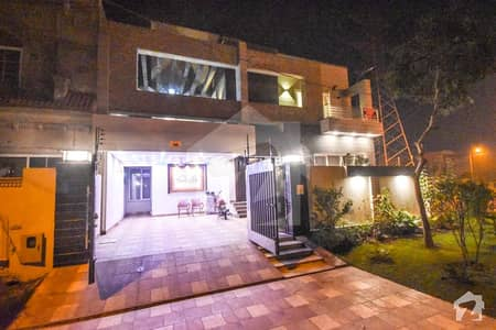 13 Marla Corner Full Basement Furnished Bungalow For Sale At Prime Location Near Park Commercial