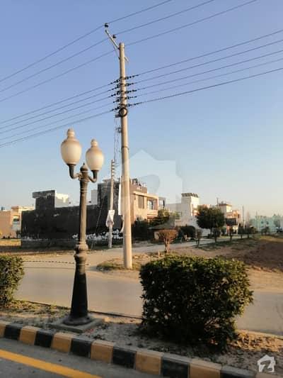 الراذق گارڈن لاہور میں 5 مرلہ رہائشی پلاٹ 28 لاکھ میں برائے فروخت۔