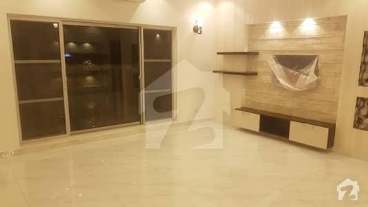 شامی روڈ کینٹ لاہور میں 4 کمروں کا 1.5 کنال مکان 3 لاکھ میں کرایہ پر دستیاب ہے۔