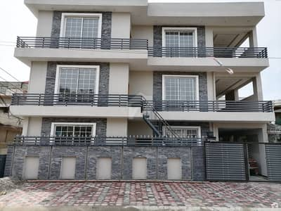 14 Marla House Ideally Situated In Satellite Town