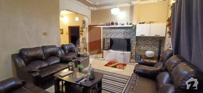 شاہ فیصل کالونی شاہراہِ فیصل کراچی میں 8 کمروں کا 4 مرلہ مکان 2.4 کروڑ میں برائے فروخت۔