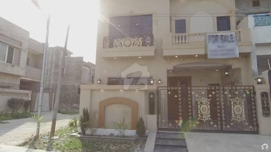 بسم اللہ ہاؤسنگ سکیم ۔ اقبال بلاک بسم اللہ ہاؤسنگ سکیم لاہور میں 4 کمروں کا 5 مرلہ مکان 1.15 کروڑ میں برائے فروخت۔