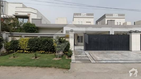 Perfect 1 Kanal House In Main Canal Bank Road For Sale