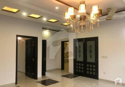 اسٹیٹ لائف ہاؤسنگ فیز 1 اسٹیٹ لائف ہاؤسنگ سوسائٹی لاہور میں 3 کمروں کا 1 کنال بالائی پورشن 65 ہزار میں کرایہ پر دستیاب ہے۔