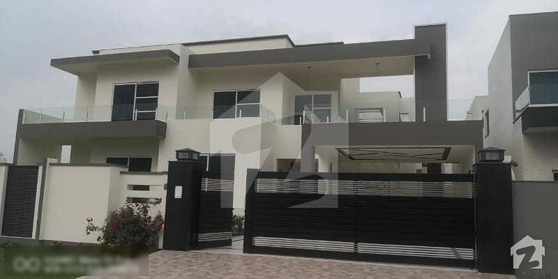 عبداللہ گارڈنز ایسٹ کینال روڈ کینال روڈ فیصل آباد میں 6 کمروں کا 2.35 کنال مکان 16 کروڑ میں برائے فروخت۔
