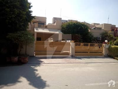ایڈن ایونیو ایکسٹینشن لاہور میں 3 کمروں کا 10 مرلہ مکان 65 ہزار میں کرایہ پر دستیاب ہے۔