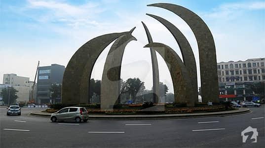 بحریہ ٹاؤن سیکٹر ای بحریہ ٹاؤن لاہور میں 5 مرلہ کمرشل پلاٹ 1.55 کروڑ میں برائے فروخت۔