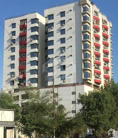 شہید ملت روڈ کراچی میں 4 کمروں کا 10 مرلہ فلیٹ 3.3 کروڑ میں برائے فروخت۔