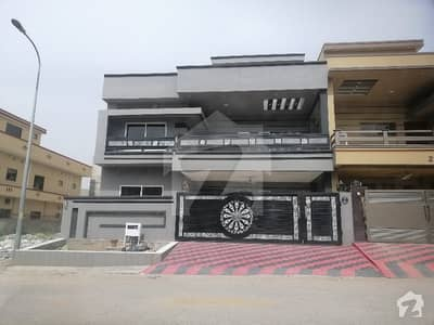 12 Marla Brand New House For Sale In Madina Town