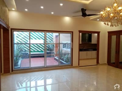 2 Kanal House available for sale in DC Colony if you hurry