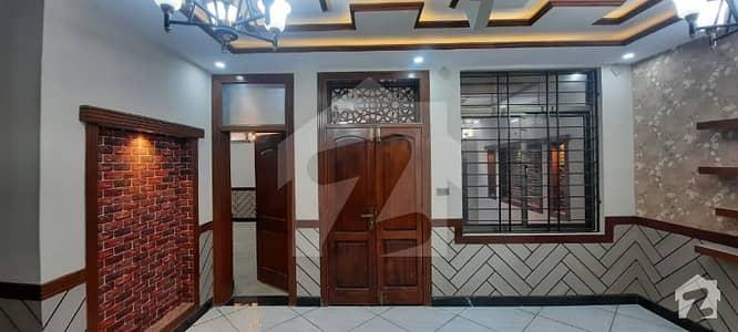 جناح ٹاؤن کوئٹہ میں 8 کمروں کا 9 مرلہ مکان 3 کروڑ میں برائے فروخت۔