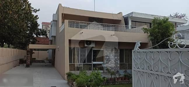 Excellent Location House F-8 For Sale