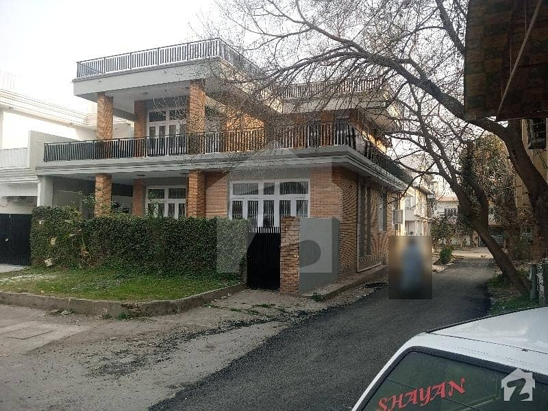 House In G-9 Sized 2250  Square Feet Is Available