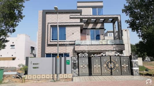 10 Marla Double Storey House For Sale in Bahria Town