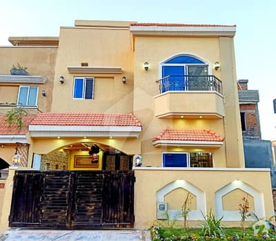 Golden Properties Offers Very Nice Outstanding 5 Marla Double Unit 3 Bedrooms House For Sale
