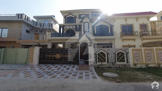 10 Marla House Available For Sale In Central Park Housing Scheme, Lahore