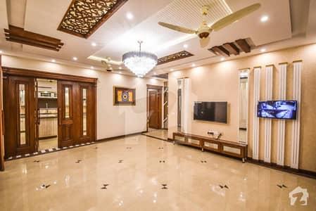 ڈی ایچ اے فیز 1 ڈیفنس (ڈی ایچ اے) لاہور میں 5 کمروں کا 2 کنال مکان 3.95 لاکھ میں کرایہ پر دستیاب ہے۔