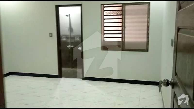 پی آئی بی کالونی کراچی میں 3 کمروں کا 4 مرلہ فلیٹ 70 لاکھ میں برائے فروخت۔