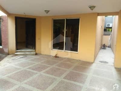 اقبال ایوینیو لاہور میں 7 کمروں کا 1.25 کنال مکان 2.25 لاکھ میں کرایہ پر دستیاب ہے۔