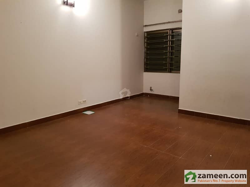 sd 3 bed corner house available in askari 1