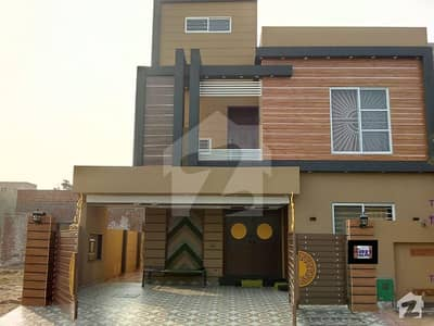 10 Marla Outclass Location House For Sale In Jasmine Block Bahria Town Lahore