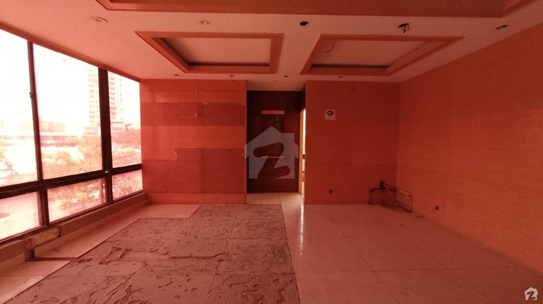 کلفٹن ۔ بلاک 5 کلفٹن کراچی میں 9 مرلہ دفتر 4.7 کروڑ میں برائے فروخت۔