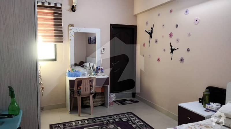 5 Rooms Luxurious Flat For Sale