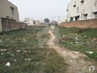 01 KANAL PLOT WITH DIRECT APPROACH ON 60FT ROAD FOR SALE