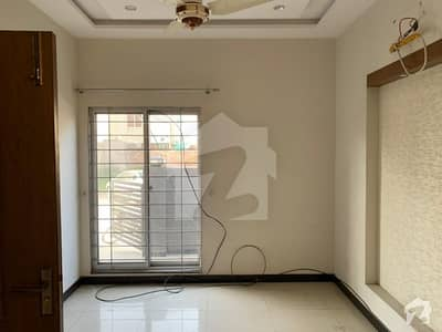 پیراگون سٹی لاہور میں 5 کمروں کا 10 مرلہ مکان 50 ہزار میں کرایہ پر دستیاب ہے۔