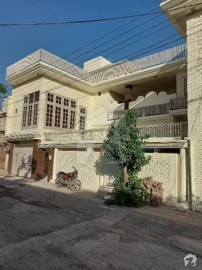 مسلم ٹاؤن فیصل آباد میں 6 کمروں کا 15 مرلہ مکان 3 کروڑ میں برائے فروخت۔