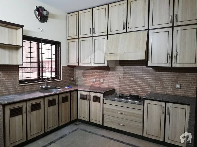 10 Marla Luxury Owner Build House For Sale On Top Location