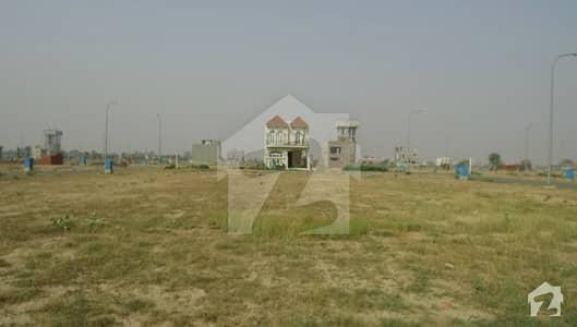 ڈی ایچ اے 9 ٹاؤن ۔ کمرشل ایریا ڈی ایچ اے 9 ٹاؤن ڈیفنس (ڈی ایچ اے) لاہور میں 4 مرلہ کمرشل پلاٹ 3.7 کروڑ میں برائے فروخت۔