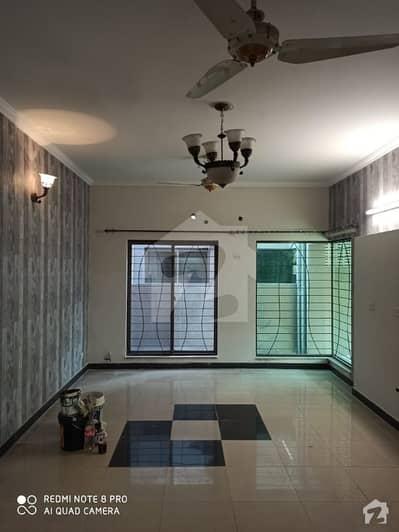 عسکری 11 عسکری لاہور میں 4 کمروں کا 10 مرلہ مکان 2.6 کروڑ میں برائے فروخت۔