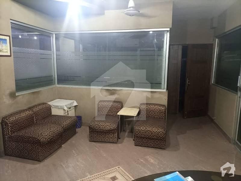 شادمان ون شادمان لاہور میں 11 کمروں کا 7 مرلہ فلیٹ 2 کروڑ میں برائے فروخت۔