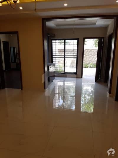 پی آئی اے ہاؤسنگ سکیم لاہور میں 6 کمروں کا 1 کنال مکان 3.2 کروڑ میں برائے فروخت۔