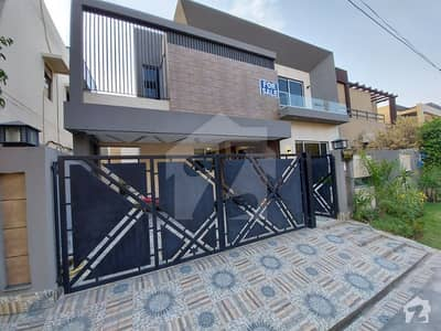 10 MARLA MODREN DESIGN BUNGALOW AVAILABLE FOR SALE IN STATE LIFE SOCIETY