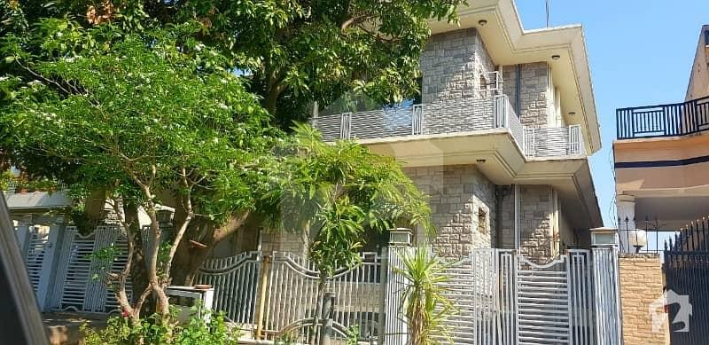 ایف ۔ 11/3 ایف ۔ 11 اسلام آباد میں 8 کمروں کا 1 کنال مکان 9.5 کروڑ میں برائے فروخت۔