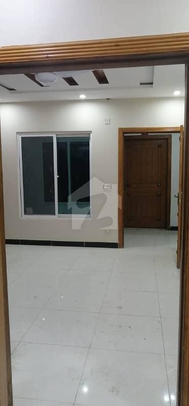 ایم پی سی ایچ ایس - اسلام آباد گارڈن ای ۔ 11/3 ای ۔ 11 اسلام آباد میں 2 کمروں کا 4 مرلہ فلیٹ 70 ہزار میں کرایہ پر دستیاب ہے۔