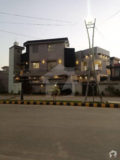 الرحمان فیز 2 - بلاک کے الرحمان گارڈن فیز 2 الرحمان گارڈن لاہور میں 5 کمروں کا 10 مرلہ مکان 2.05 کروڑ میں برائے فروخت۔