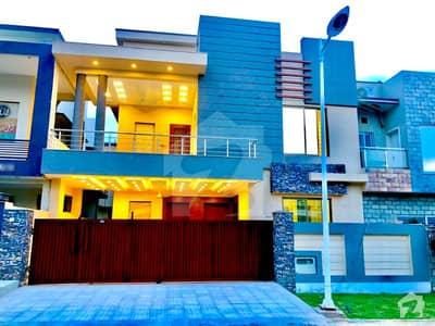 Specious Villa At Hill Top