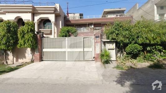 1 Kanal House Located In The Heart Of Lahore, Garden Town Attaturk Block.