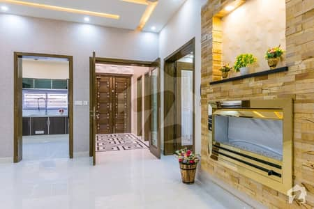 10 Marla Beautiful House Available For Sale Bahria Town Lahore