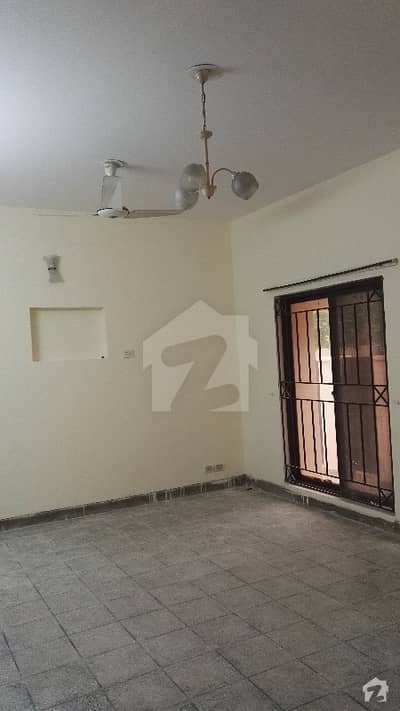8 Marla 3 Bedroom's Hot Location Old House For Sale
