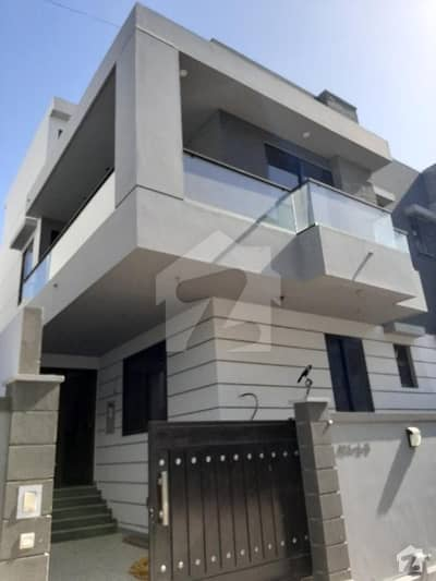 5 Bedrooms With Basement 250 Yards Brand New