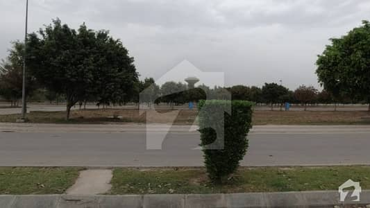 بحریہ ٹاؤن ۔ بلاک ای ای بحریہ ٹاؤن سیکٹرڈی بحریہ ٹاؤن لاہور میں 5 مرلہ کمرشل پلاٹ 1.82 کروڑ میں برائے فروخت۔