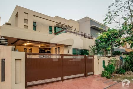 10 MARLA BEAUTIFUL HOUSE FOR SALE IN DHA PHASE 7